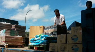 Xin Hwa CSR - Donation to Flood Victims 2014